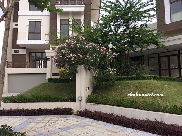 Thiết kế sân vườn mini trước nhà biệt thự đơn giản nhưng vẫn đặc sắc