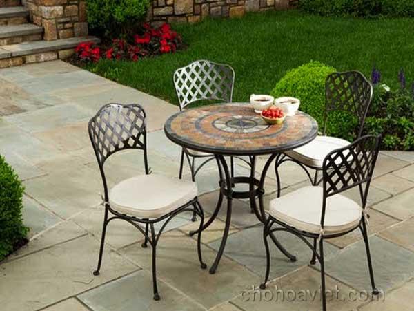 bàn ghế trang trí sân vườn