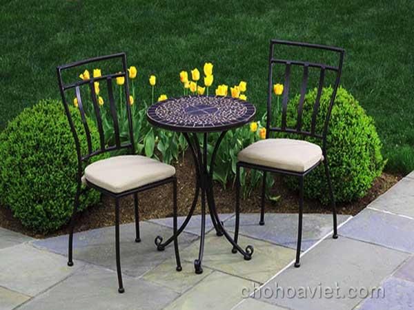 bàn ghế trang trí sân vườn1