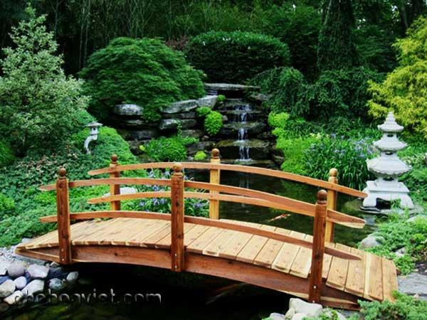 Cây cầu nhỏ – nét duyên trong trang trí sân vườn