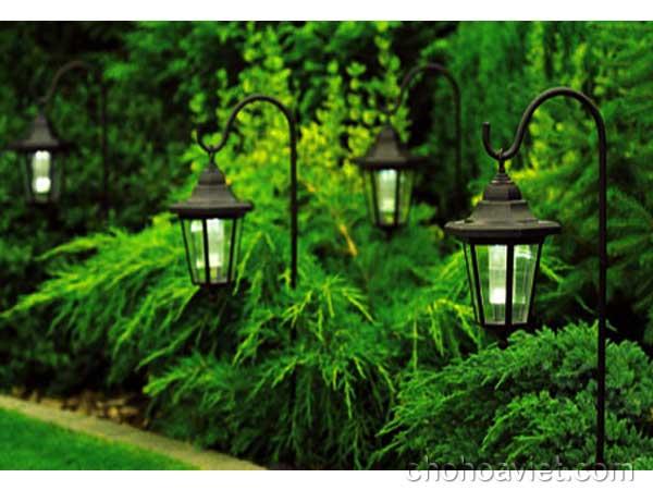 Đèn trang trí sân vườn duyên dáng, lung linh