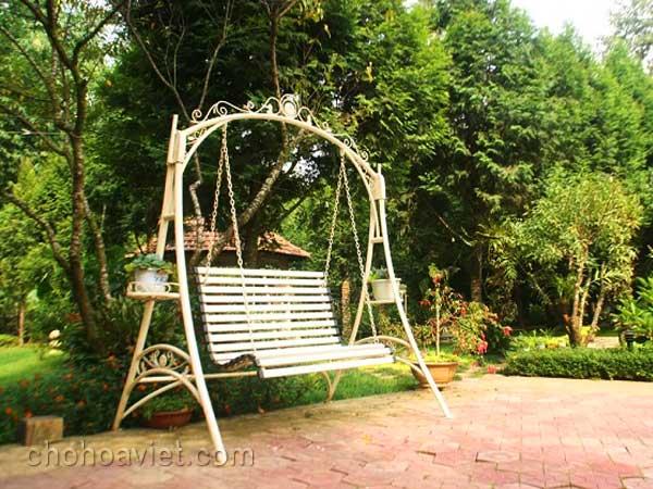 Xích đu trang trí sân vườn4